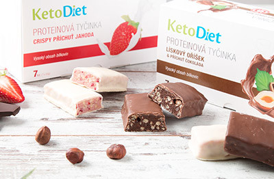 Crispy protein bars with strawberry flavour and Protein bars with hazelnuts and chocolate flavour can be enjoyed even during weight loss.
