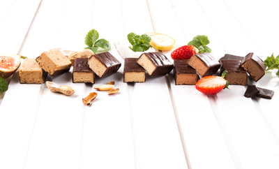 KetoDiet protein bars with chocolate, coconut-banana, fig, peanut or strawberry flavours will reliably satisfy your sweet tooth. And there isn't any risk of extra kilos.