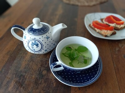 Lemon balm tea will help you fall asleep faster. You can also make it for children.