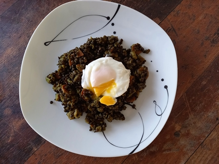 Beluga lentils with turmeric and poached eggs